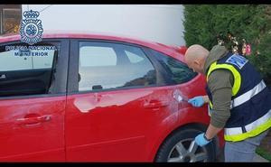 Tres detenidos por robar dentro de cuatro coches en Almería