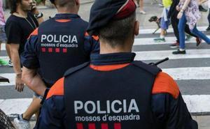 Un detenido de 18 años muere en una comisaría de los Mossos en Barcelona tras desmayarse