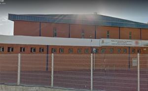 Herido en Almería al caerse parte de la cubierta del pabellón de Araceli a la que se había subido