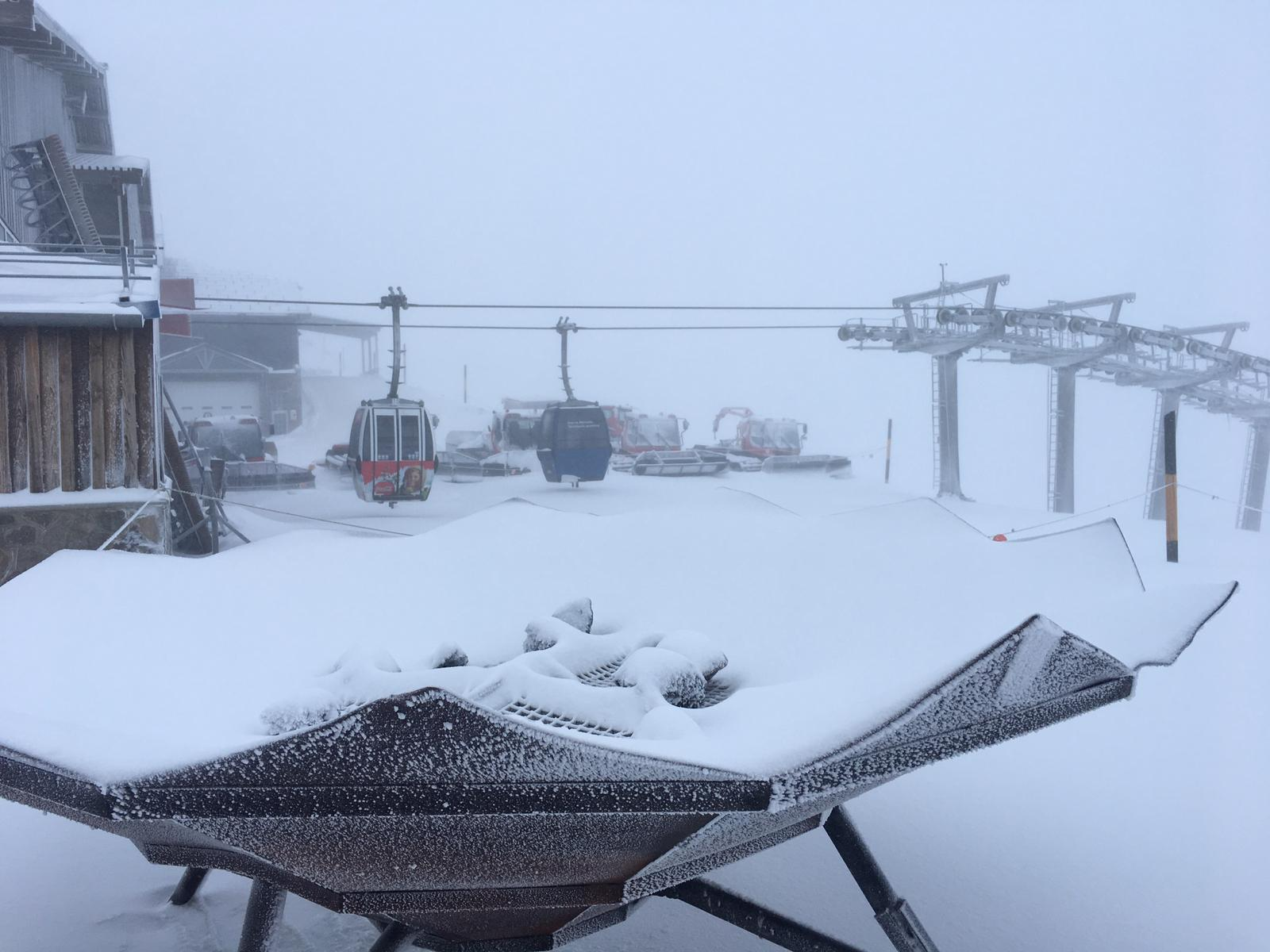 El blanco se apodera de Sierra Nevada por una intensa nevada