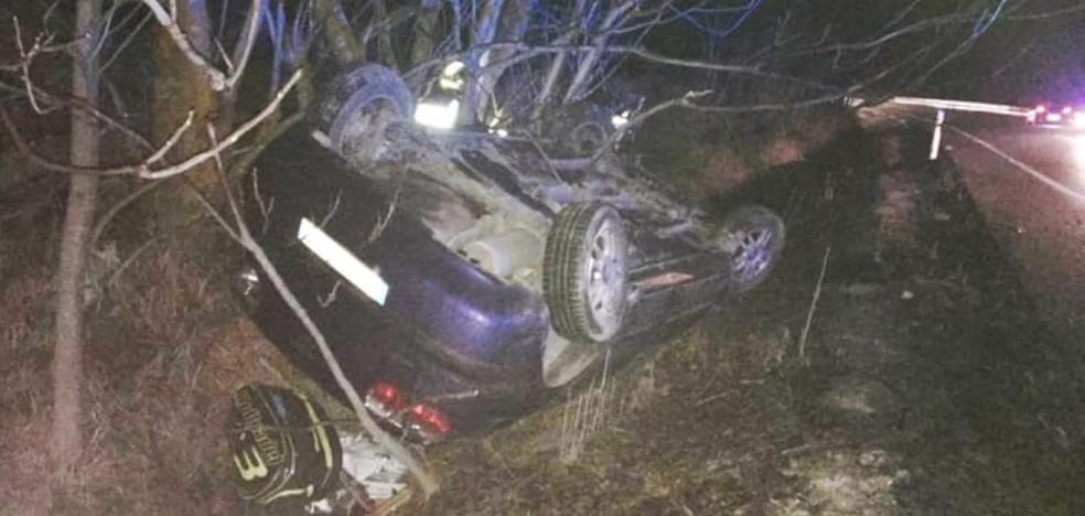 La A-401 se cobra una nueva víctima, un joven atropellado al pedir ayuda tras volcar su coche