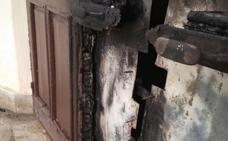 Queman de nuevo la puerta de la Ermita de Torregarcía
