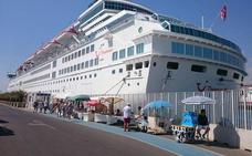 El Puerto de Almería se acerca en viajeros a los operados en el aeródromo de El Alquián
