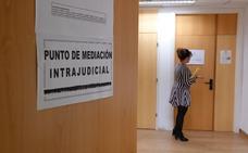 La mediación se sigue aplicando con cuentagotas en Granada