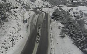 Cerrado el acceso a la Hoya de la Mora por acumulación de nieve
