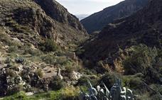 Amigos de la Alcazaba rechaza la construcción de una línea de alta tensión en el Valle de Huebro