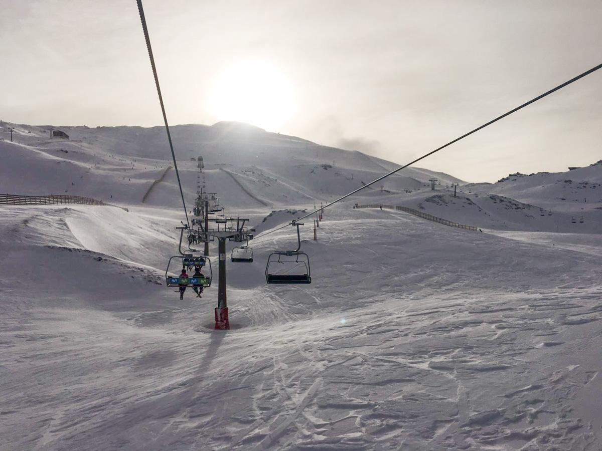 Sierra Nevada encara el fin de semana con 100 kilómetros de pistas esquiables