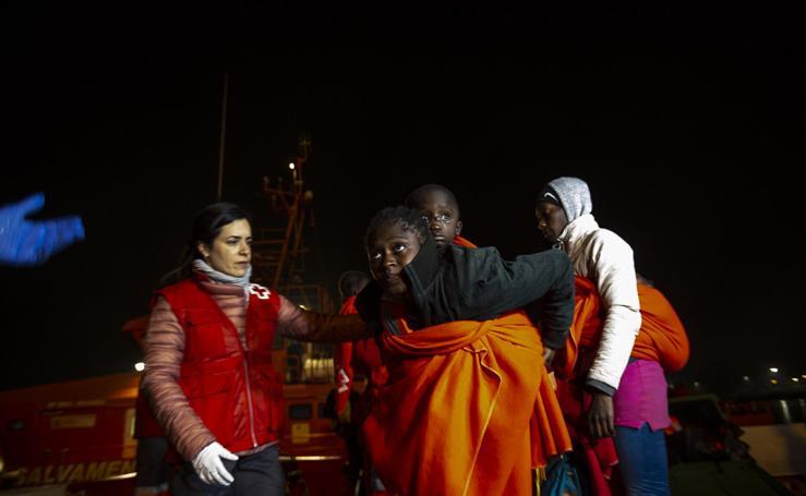 Llegada de las 81 personas rescatadas