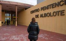 Un preso quema su colchón y genera un incendio en la cárcel de Albolote