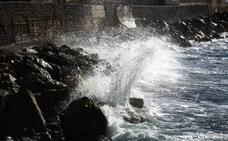 Alerta amarilla por fenómenos costeros y fuertes vientos en Almería