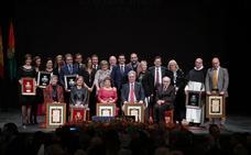 Los galardonados con los honores y distinciones de Granada, con ganas de un mundo mejor