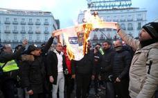 Los taxistas de Madrid ocupan la Gran Vía tras el rechazo de sus exigencias