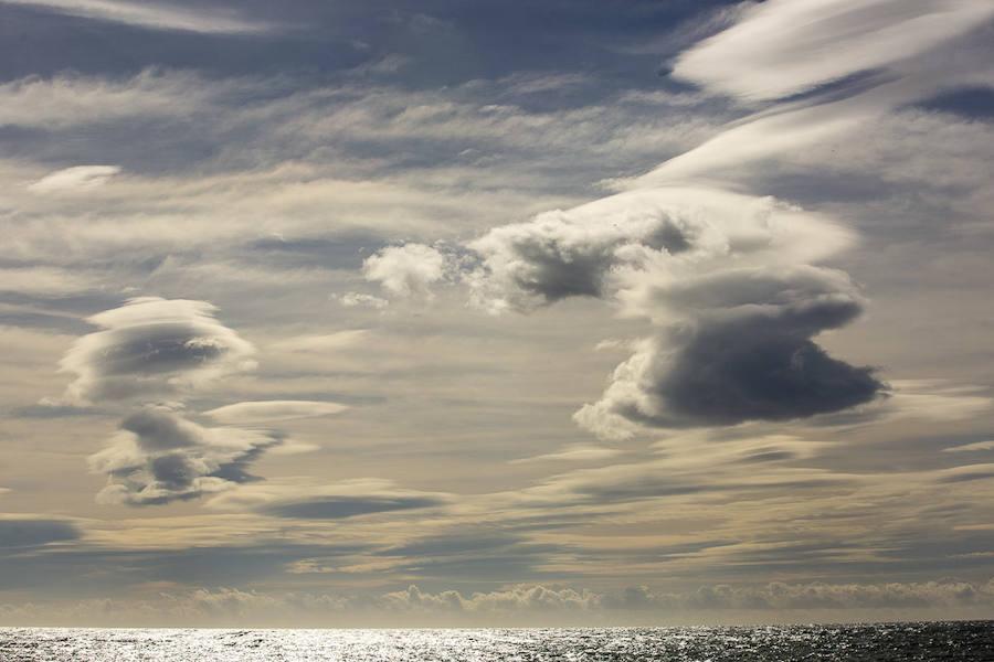 Un espectáculo de nubes con forma de 'platillo volante'