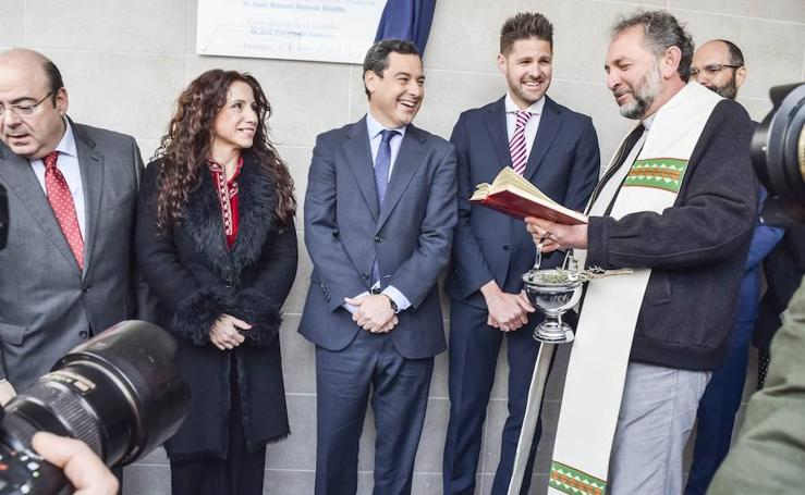Así ha sido en Lanjarón la primera inauguración de Juanma Moreno como presidente de la Junta