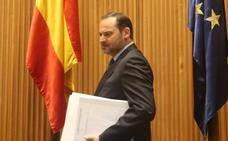 Ábalos culpa al Gobierno anterior del conflicto taxi-VTC