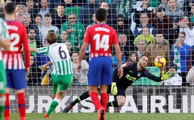El Atlético pincha y se aleja del sueño de la Liga
