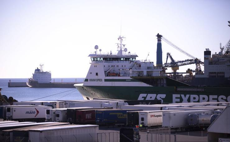 Camiones marroquíes bloqueados dos días en el Puerto de Motril