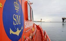 Vuelven las pateras al mar de Alborán tras el temporal de viento