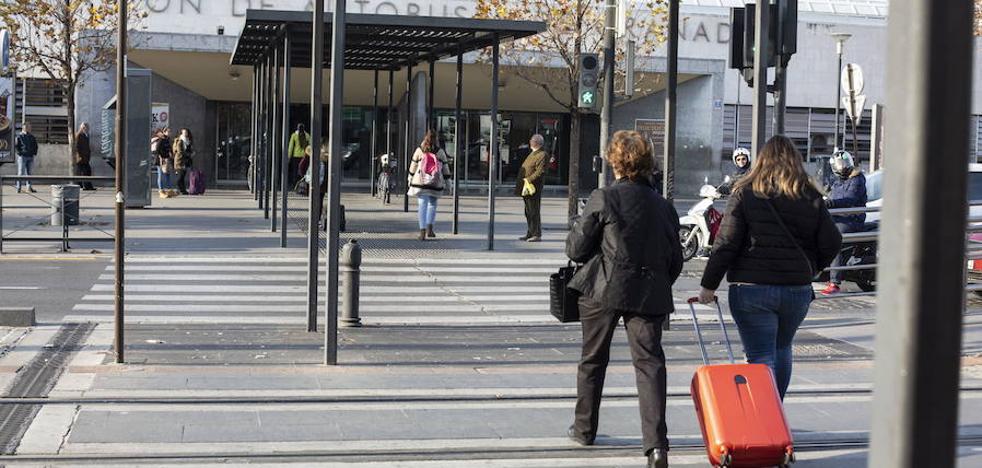 Un joven hospitalizado tras ser atropellado en la estación de autobuses de Granada