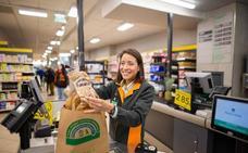 Mercadona adelanta a abril la sustitución total de las bolsas de plástico por otras recicladas