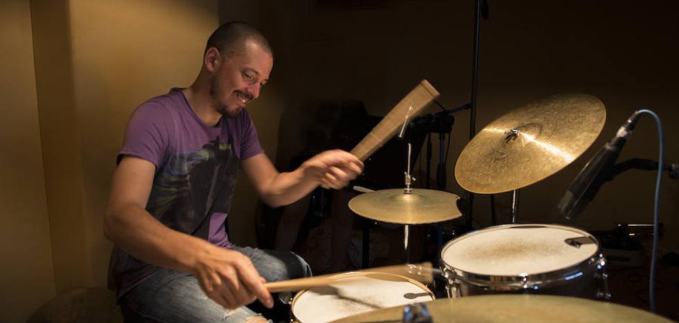 La historia del músico granadino que se sobrepuso a un cáncer que le dejó «sordo y cojo»