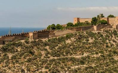 No, la Alcazaba no se cierra ni se ha encontrado un tesoro oculto