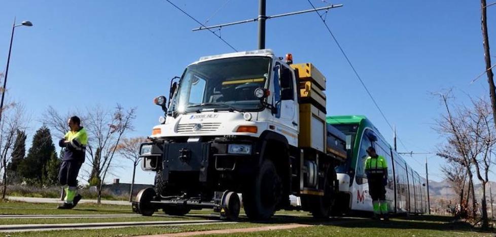 Ocho horas de corte en el metro en Albolote por el choque con un camión