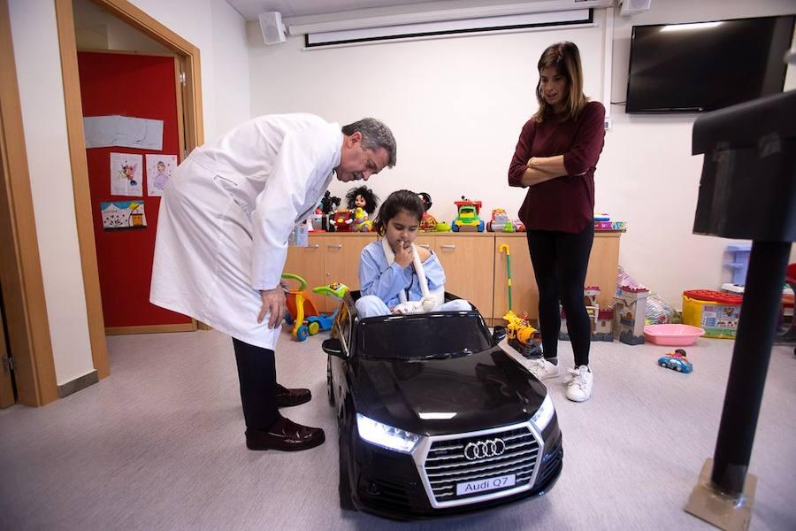 El hospital de Motril cuenta con tres cochecitos 'de alta gama' para que los niños se diviertan