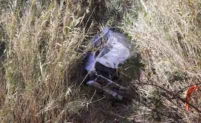 Se despeña con su coche por un barranco de más de 15 metros en Salobreña y apenas sufre arañazos