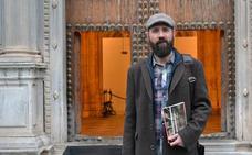 «'En los estantes' es un reflejo de mi vida y de lo que leo»