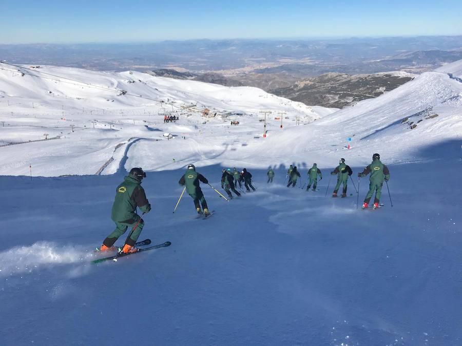 Formación de guardias civiles en Sierra Nevada
