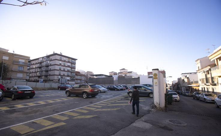 Un aparcamiento alivia ya el calvario de los vecinos de Motril por las obras de la calle Ancha