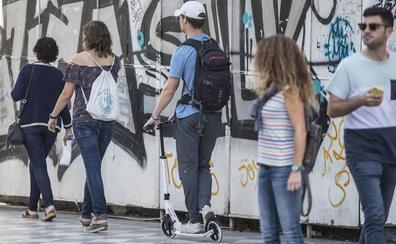 Granada se adelantará a la DGT en la prohibición de los patinetes por las aceras