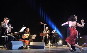 Jolís 'Aznavour' llena el Isabel la Católica