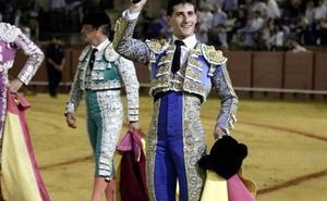 El vilcheño García Navarrete recibe el premio al mejor novillero en la Maestranza