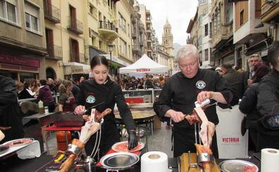 Mucho público y mucho jamón en la VI Feria del Primer Aceite de Jaén