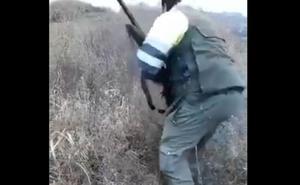 Archivan la causa contra el cazador que torturó a un zorro hasta la muerte