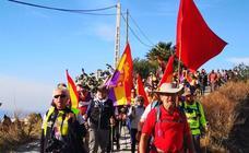 Una marcha en la Costa granadina homenajea a las víctimas de 'La Desbandá' y apela a la defensa de la Ley de Memoria Histórica