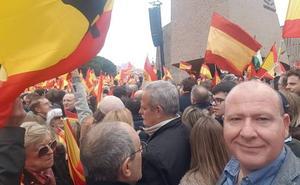El alcalde de Jaén critica el «silencio cómplice» del PSOE y su ausencia en la concentración de Colón