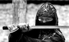 Dos ninjas de Granada en el filo de la catana