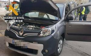 Roban dos coches en Francia e intentan embarcar en Almería
