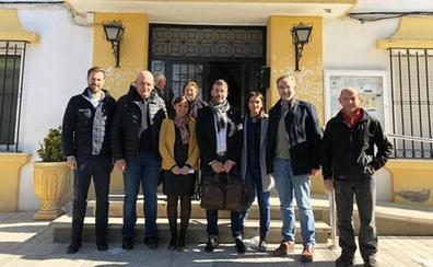 Representantes del PSOE de Jaén y Granada se unen contra una macrogranja en Dehesas de Guadix
