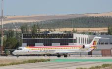 Iberia pide formalmente que el aeropuerto abra antes para mantener el primer vuelo del día