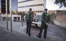 Dos individuos armados atracan un supermercado en Cúllar Vega y logran huir