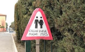 Estudiantes de Las Gabias diseñan señales de tráfico contra la violencia de género