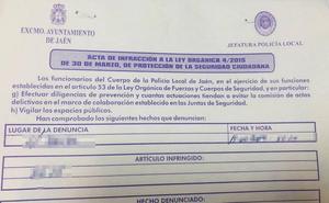 Multados por fumar 'maría' en plena calle a las cinco de la tarde en Jaén capital