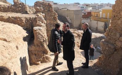 Licitan las obras de derribo de las casas de Almanzor que tapan la visión de la Alcazaba