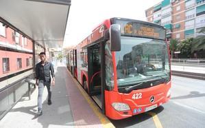 El uso del transporte público ahorraría a cada granadino 1.200 euros al año