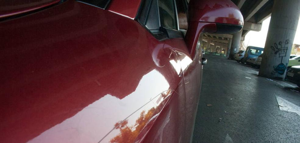Pone una cámara para ver quién atacaba su coche cada 31 de enero y descubre a un familiar