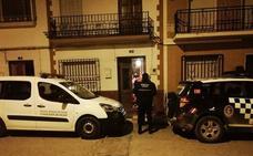 La Policía Local de Pinos Puente rescata a una anciana de 94 años atrapada en su casa
